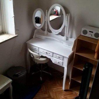 Schminkkommode mit Spiegel